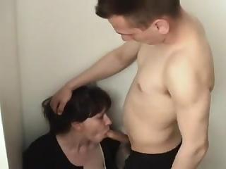 порно зрелая русская мамака сосёт